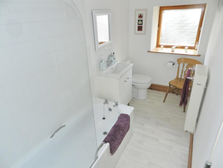 croft-ahbathroom.JPG