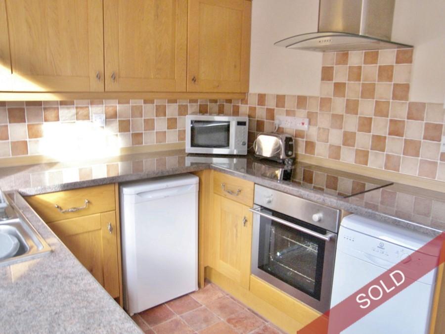 140dnb_kitchen.JPG