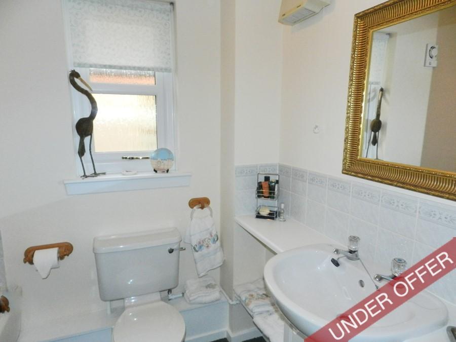carnslowne2_bathroom.JPG