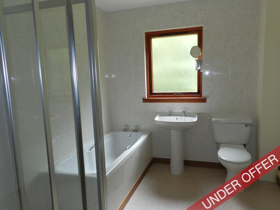 bellwood_bathroom.JPG